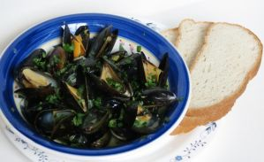 Mussels with Coconut Curry Sauce and Crusty Bread by Kitteh-Pawz