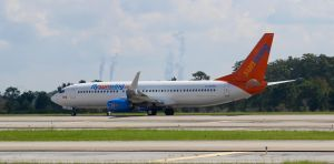 SunWing Airlines Boeing 737-8GS(WL) by AnthonyC12
