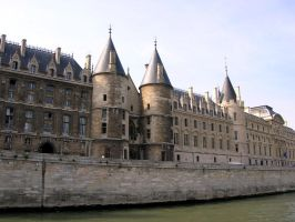 Conciergerie by Autodidacta