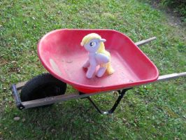 Wheelbarrow Derpy by EratosofCyrene