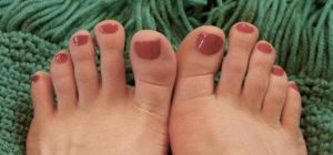 My Red Toes by Dani-the-Naiad