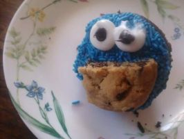 Cookie Monster Cupcake by xJRosex