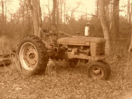 Old Abandoned Tractor by KyogreMaster