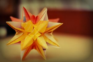 simple modular kusudama by leezarainboeveins