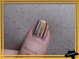 Stripy Goldness Nailart by Yamialexa