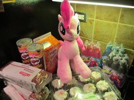 I think Pinkie wants a snack by Template93