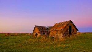 Last light on the old House by brentonbiggs