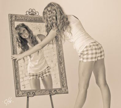 Mirror..Who... by cheoriginal