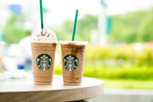 Starbucks by Cruxiaer