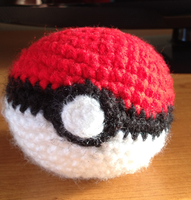 Amigurumi Pokeball by CataCata23