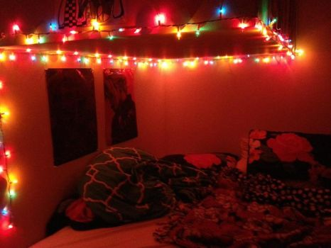 Messy bed|Christmas lights by TiaraButterfly
