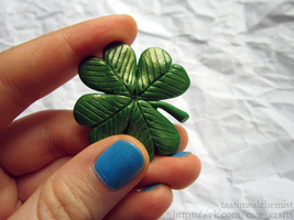 clover brooch by tea-time-alchemist