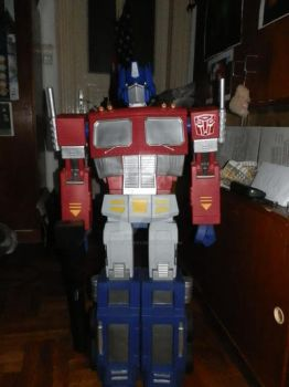 My realy big Optimus statue by draculinaxy