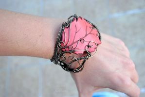 Leather leaf wire wrapped cuff by IanirasArtifacts