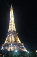 Eiffel tower in the night by loveautumnandnature