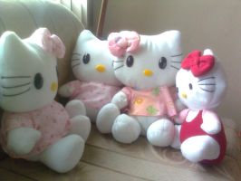 Hello Kitty Plushes by Elitazesf