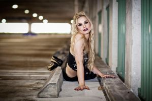 Ashley IMG 2401ps x1200 W by Wizardinc