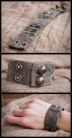 Patchwork cuff in green by Little-Blind-Chicken