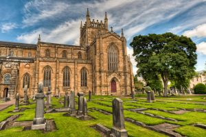 Dunfermline Abbey by Yupa
