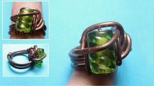 Copper Wire Ring w/ Green Bead by pecatrix