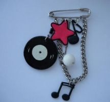 music broche by nessie-x