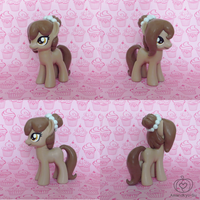 Brownie Bun (The Horse Wife) Custom by Amandkyo-Su