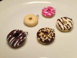 Donut pendants- polymer clay by BakingBella