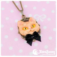 Cheshire cat Necklace by CuteMoonbunny