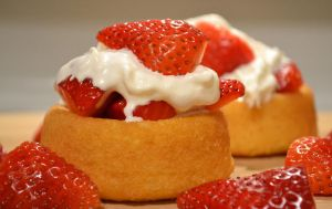 strawberry shortcakes by jeanbeanxoxo