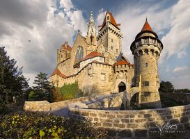 Kreuzenstein Castle by gummaid