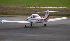 Piper PA-38-112 Taxi by shelbs2