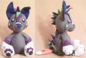 Old Blue Plushie by Miiroku