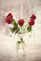 Red Roses by LoMiTa
