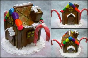 Miniature Gingerbread House by Noviel