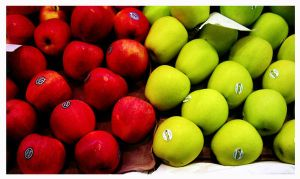 green VS red.. Apple by llorgo