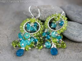 *Ituralde* Apatite and Peridot earrings by Arctida