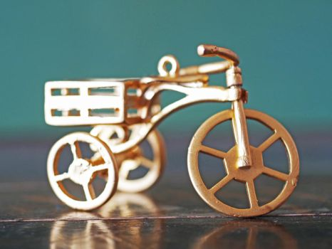 golden tricycle toy by yelkenlin
