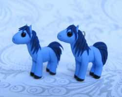 2 Little Horses by DragonsAndBeasties