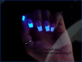 whitener polish under UV by Tartofraises