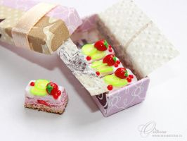 Small cakes in a box 1:12 by OrionaJewelry