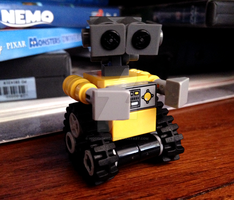 LEGO WALL-E by hiddenderek69