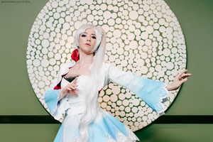 Weiss Schnee Center of Attention by HollyGloha