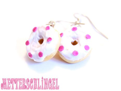 White Donut with pink wafers by Metterschlingel