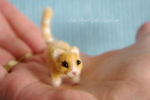 Needle felted yellow kitten by SaniAmaniCrafts