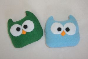 Small Owl sort-of-beanies by LasManiaticas