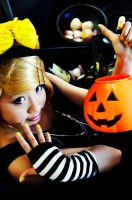 Vocaloid: Trick or Treat? by alysael