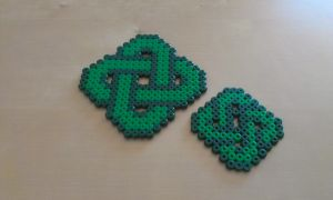 BIG Celtic knot and small by RavenTezea