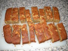 Banana and Walnut Traybake by Bisected8