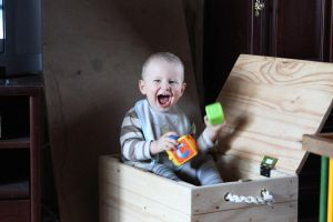 Baby in the box by lumiere81