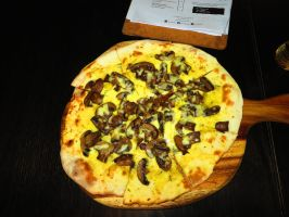 Cheese-n-Mushroom Flat Bread by ryanthescooterguy
